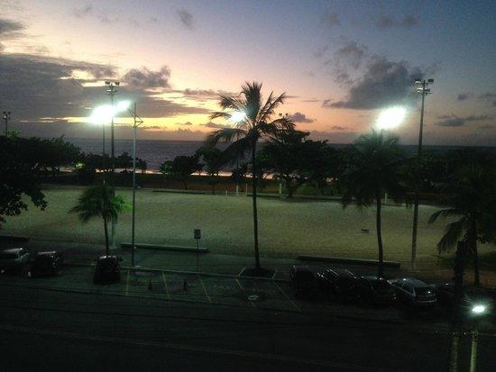 Ibis Maceio Pajucara: Foto do amanhecer 5:38 h, tirada do Apartamento 202