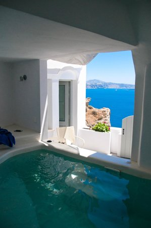 Andronis Boutique Hotel : Private jacuzzi with a view