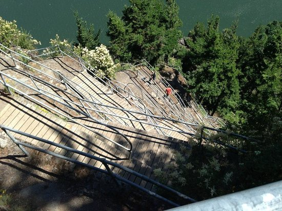 Columbia River Gorge National Scenic Area: the trail down the face of Beacon Rock