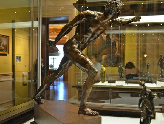 Museo Lázaro Galdiano: Figurilla de desnudo, con detallas increíbles