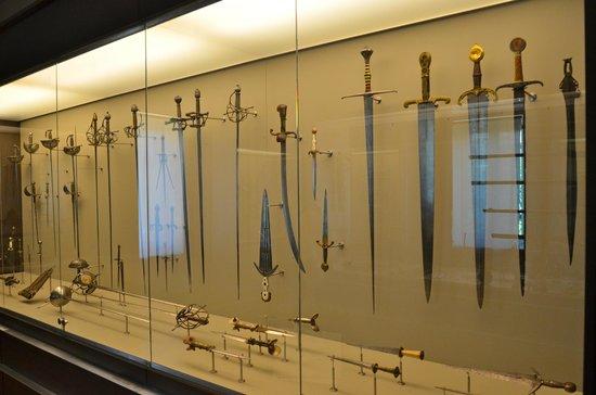 Museo Lazaro Galdiano: Armario de armas en la planta última (Había más)