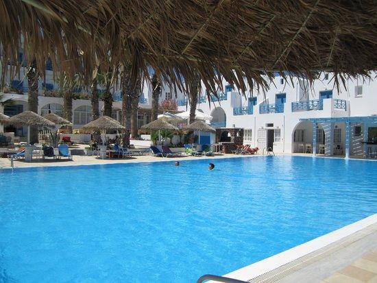 Kamari Beach Hotel: Pool