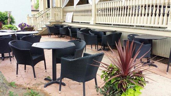 Puddicombe House: new garden patio