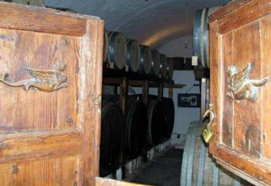 Gavalas Winery: Door and barels