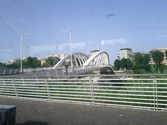 Ponte della Musica: accesso da  Lungotevere Maresciallo Cadorna. foto c polidori