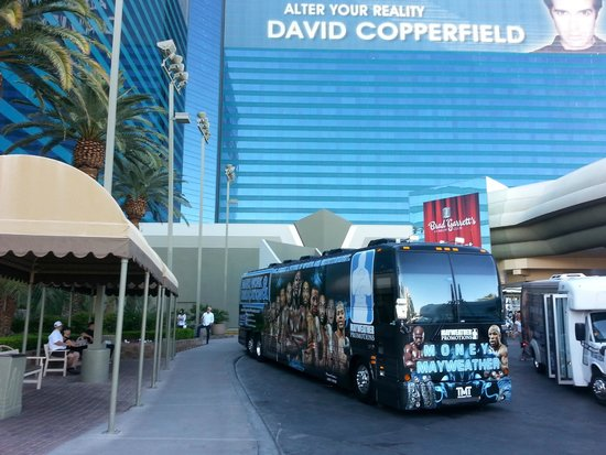MGM Grand Hotel and Casino: mayweather bus