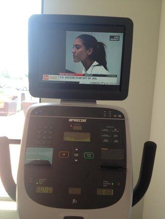 Hilton Garden Inn Exton / West Chester: Tv on exercise bike