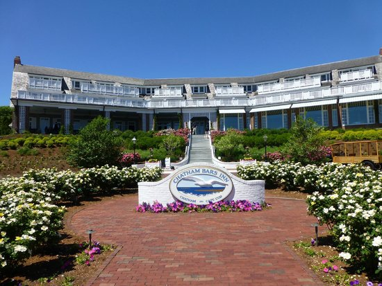 Chatham Bars Inn Resort and Spa: Facing the Chatham Harbor
