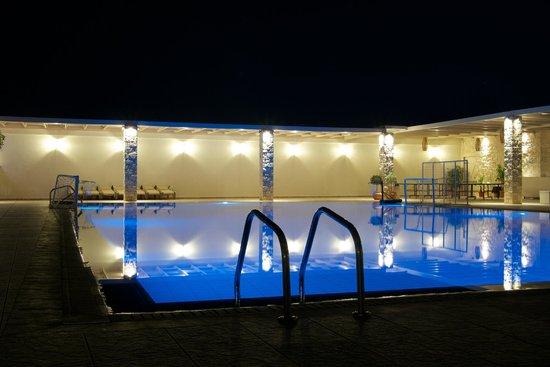 Ostria Resort & Spa : Pool near bar