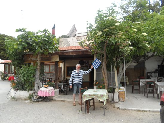 Flowers of Crete: Lunchtime taverna
