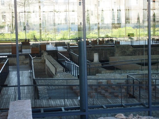 Vesunna Gallo-Roman Museum: Vista ruinas y pasarelas