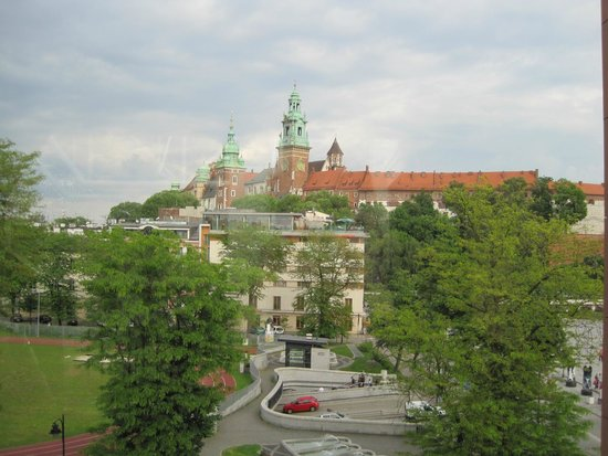 Sheraton Grand Krakow : Wawel Castle…down the street from the hotel. View from window