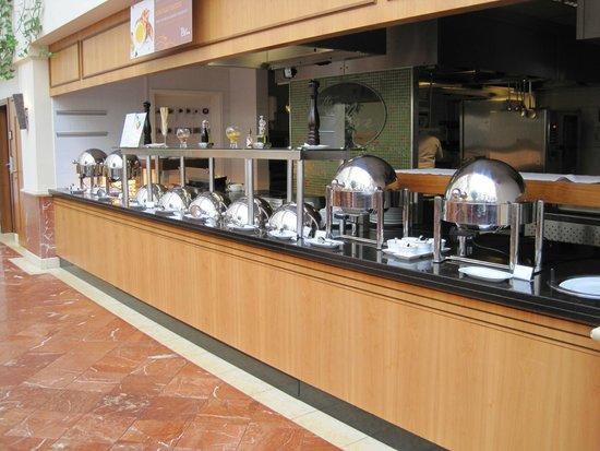 Sheraton Grand Krakow: Breakfast buffet
