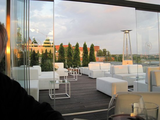Sheraton Grand Krakow : Rooftop lounge at sunset