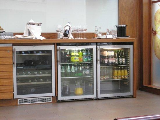 Sheraton Grand Krakow: Club lounge drinks bar