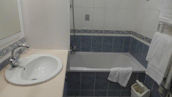 La Vieille Auberge: Bathroom