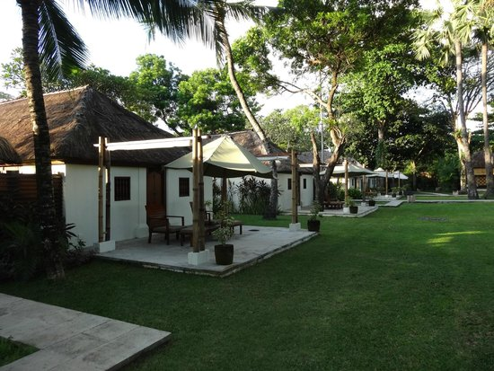 Belmond Jimbaran Puri: seaview bungalows from the outside