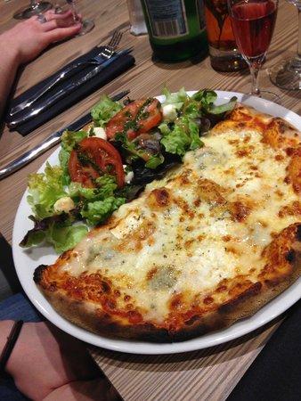 La Voglia: La demie pizza et salade