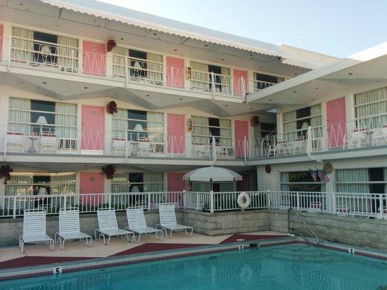 Pink Champagne Motel: Motel