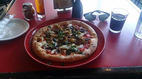 Piatto: The della terra pizza