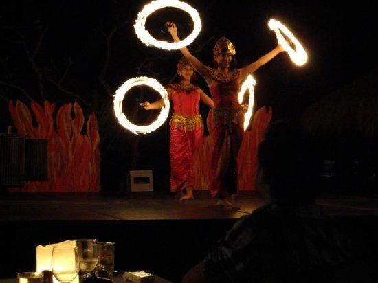 Sol Beach House Benoa Bali by Melia Hotels International : Fire show on beach