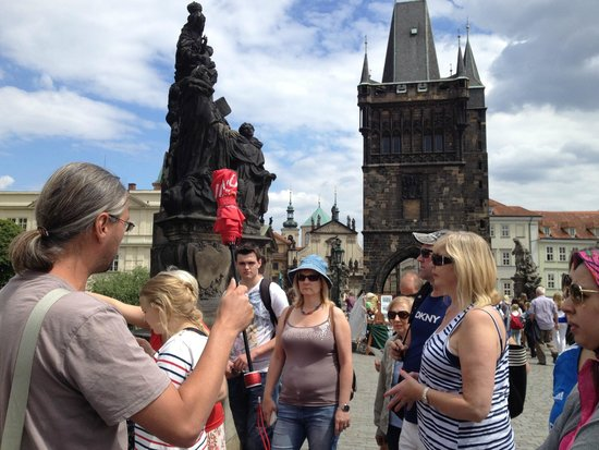 Prague Airport Transfers Day Tours : The red umbrella for gathering us together!!!