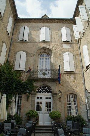 Relais Royal : front door