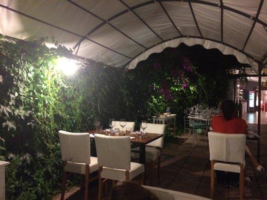 Giardino interno picture of ristorante 25 lipari - Giardino interno ...