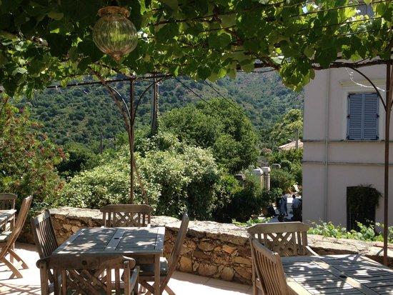 Hotel Mare e Monti : Vue de la piscine sur l'Hôtel