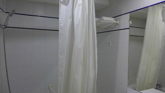 Hotel du Lion: Bathroom