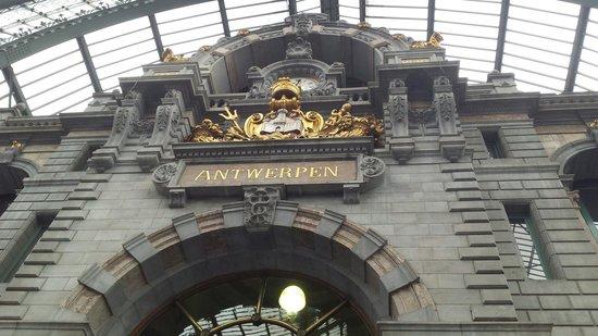 Central Station: Piekny napis i cherb