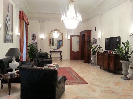 Palazzo Magnocavallo B&B: Living Room Common Area