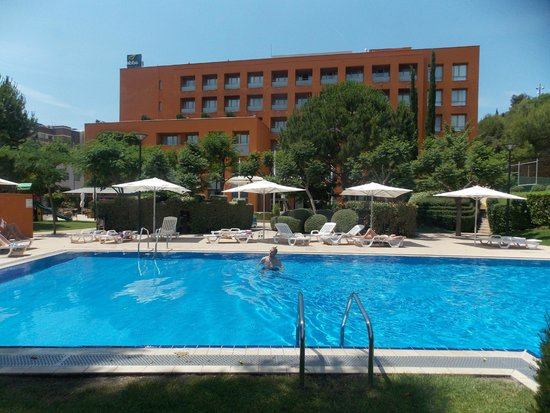 Abba Garden Hotel : the lovely clean, spacious swimming pool area