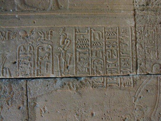 Templo de Debod : Escrituras en muro interior