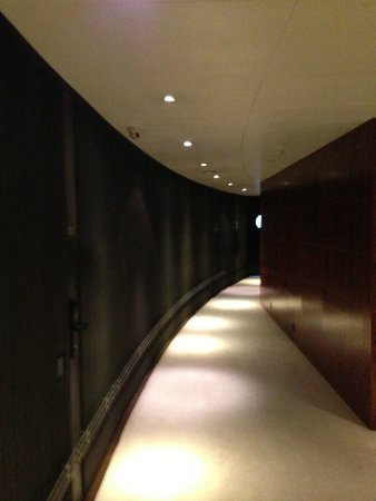 COMO The Halkin: Hallway…very modern, chic wood panelling