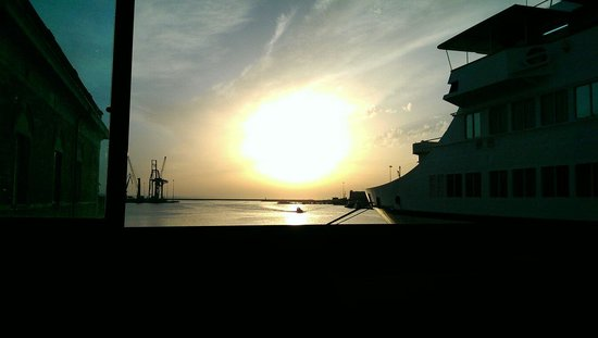 La Terrazza: Ristorante con vista sul porto