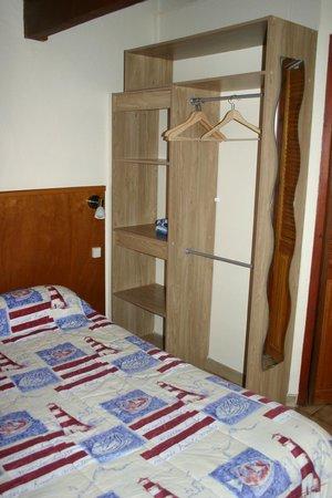 Hotel La Réserve : N°4-22 chambre 2-3 personnes