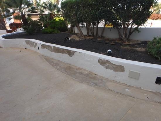 Hesperia Lanzarote : peeling paint.