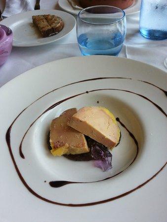 La Formatgeria de Llivia : Foie mi cuit con compota de manzana casera y gelatina de violeta