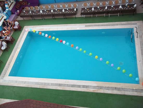 Melodi Hotel: pool/bar area ready for show + bbq