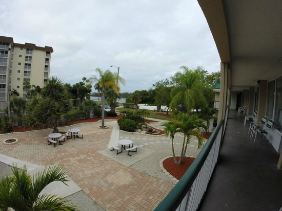 Wyndham Garden Fort Myers Beach : Room view off balcony