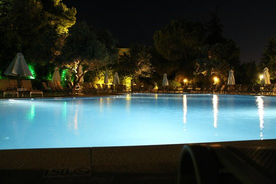 Amathus Beach Hotel Rhodes: Бассейн на 11-м этаже
