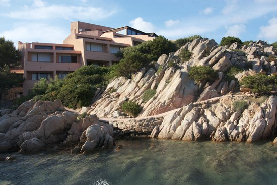 Hotel Cala Lunga: view towards hotel rooms