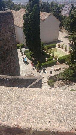 Castillo de Gibralfaro : View of the garden of the castle