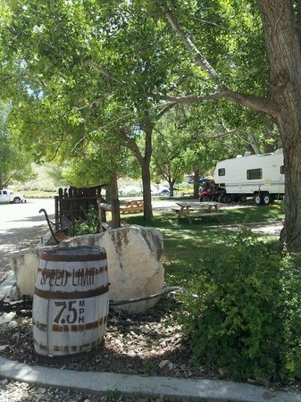 Temple Hill Resort RV & Campground: Stop here to register...so slow reminder