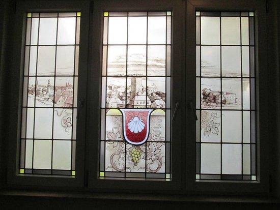 Hoteltraube Rüdesheim: Staircase window