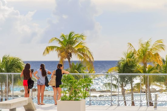 ACOYA Curacao Hotel Suites & Villas : 3 minutes away from BLVD and Mambo Beach
