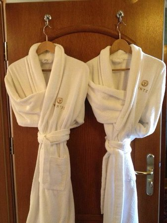Hotel Wentzl : Soft robes for a touch of luxury in our room