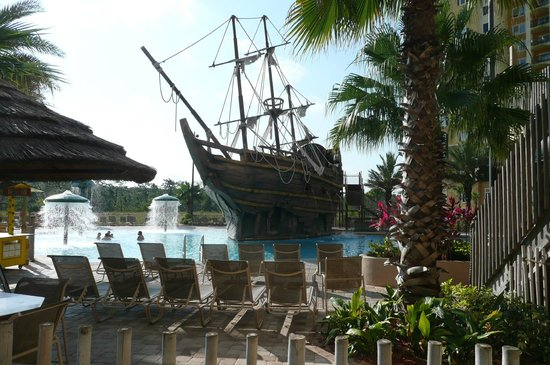 Lake Buena Vista Resort Village & Spa : Pirates and water slides
