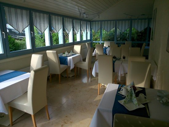 Hotel Sonnenhof garni: spacious breakfast area
